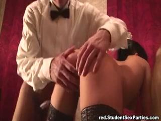 Русские сексуальные ретро оргии с участием молодых людей в клубе