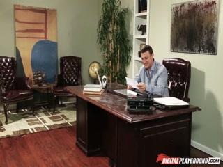Секс со зрелой блондинкой в офисе, после работы  смотреть онлайн!