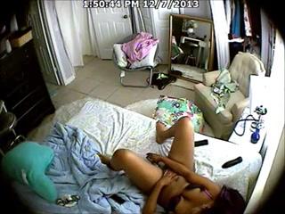 Зрелые лесбиянки трахаются на кровати дома в киску с наслаждением